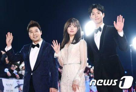 Song Hye Kyo dep tua nu than, Song Joong Ki banh bao tren tham do KBS 2016 - Anh 10