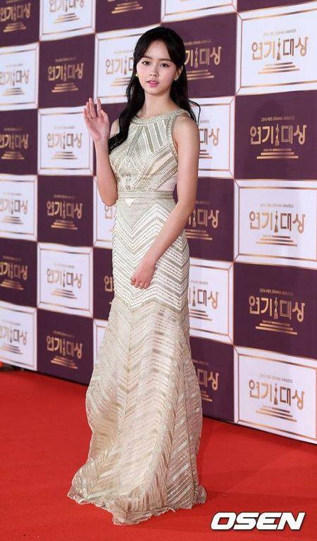 Song Hye Kyo dep tua nu than, Song Joong Ki banh bao tren tham do KBS 2016 - Anh 11