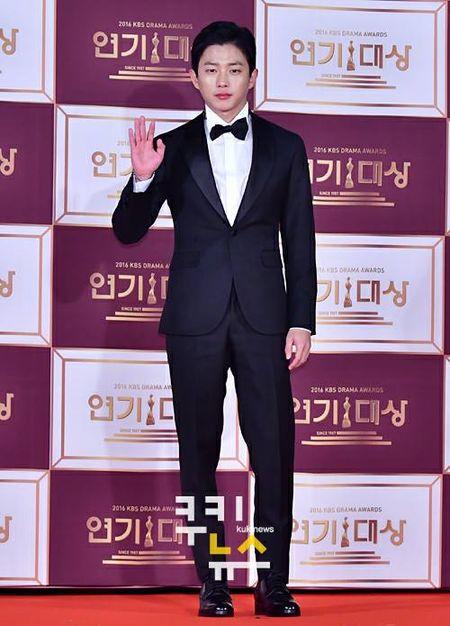 Song Hye Kyo dep tua nu than, Song Joong Ki banh bao tren tham do KBS 2016 - Anh 12