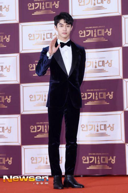 Song Hye Kyo dep tua nu than, Song Joong Ki banh bao tren tham do KBS 2016 - Anh 13