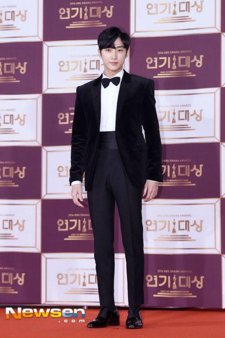 Song Hye Kyo dep tua nu than, Song Joong Ki banh bao tren tham do KBS 2016 - Anh 14