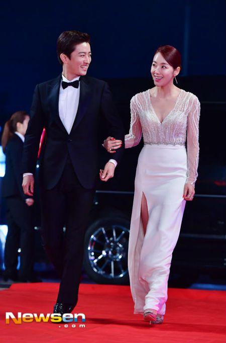Song Hye Kyo dep tua nu than, Song Joong Ki banh bao tren tham do KBS 2016 - Anh 15