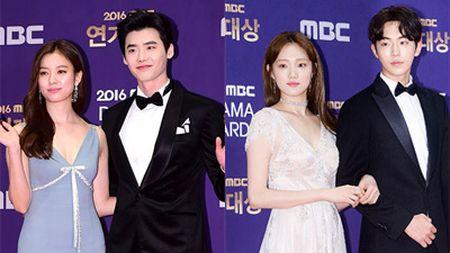 Song Hye Kyo dep tua nu than, Song Joong Ki banh bao tren tham do KBS 2016 - Anh 3