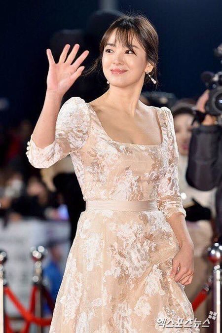 Song Hye Kyo dep tua nu than, Song Joong Ki banh bao tren tham do KBS 2016 - Anh 5