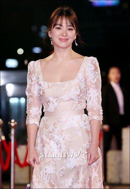 Song Hye Kyo dep tua nu than, Song Joong Ki banh bao tren tham do KBS 2016 - Anh 6