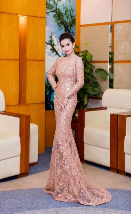 Pham Huong, Le Hang, Hoang Thuy Linh mac dep nhat tuan qua - Anh 9