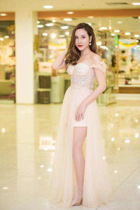 Pham Huong, Le Hang, Hoang Thuy Linh mac dep nhat tuan qua - Anh 10