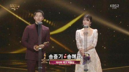 Song Hye Kyo long lay toa sang tren tham do - Anh 11