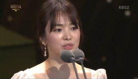Song Hye Kyo long lay toa sang tren tham do - Anh 12