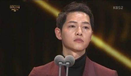 Song Hye Kyo long lay toa sang tren tham do - Anh 13