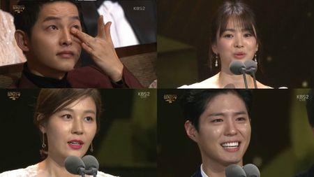 Song Hye Kyo long lay toa sang tren tham do - Anh 14