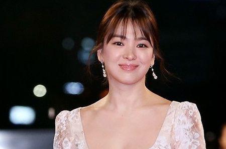 Song Hye Kyo long lay toa sang tren tham do - Anh 1