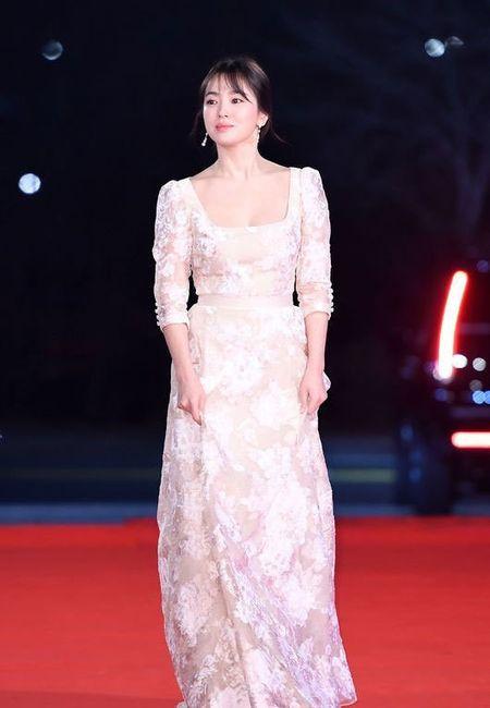 Song Hye Kyo long lay toa sang tren tham do - Anh 3