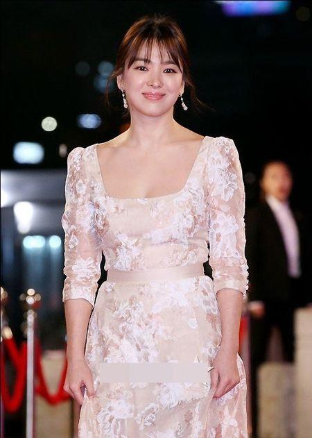 Song Hye Kyo long lay toa sang tren tham do - Anh 4