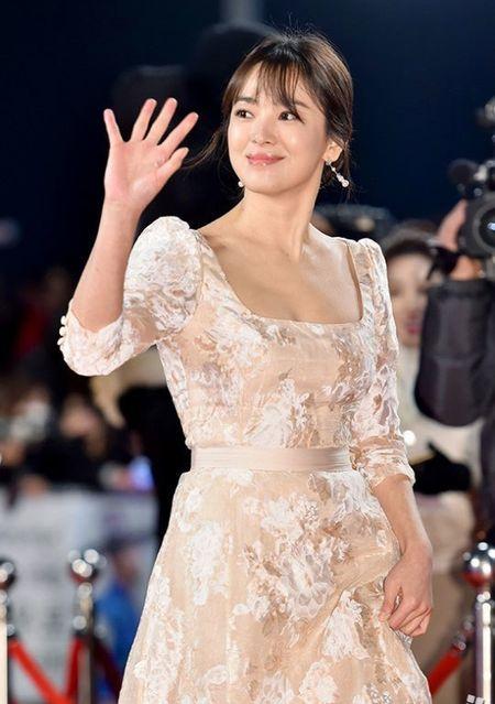 Song Hye Kyo long lay toa sang tren tham do - Anh 6