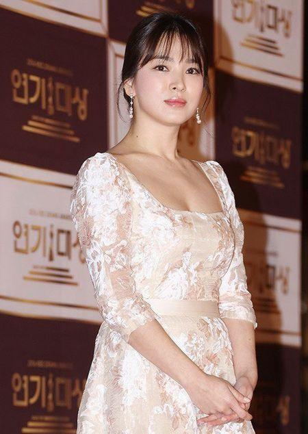 Song Hye Kyo long lay toa sang tren tham do - Anh 9