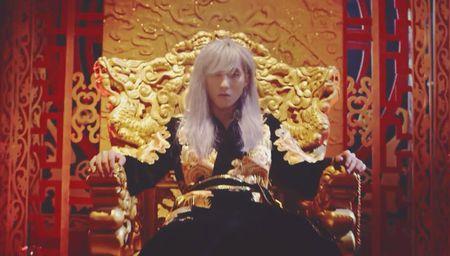 Son Tung M-TP mac do co trang di giay the thao, Lac troi co dao nhac G-Dragon va Rihanna? - Anh 4