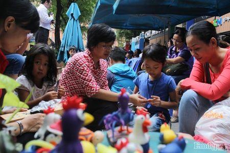 Pho Sai Gon nhon nhip, ngap sac xuan trong ngay nghi Tet duong lich 2017 - Anh 25