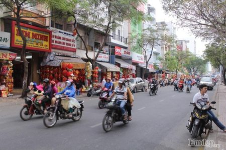 Pho Sai Gon nhon nhip, ngap sac xuan trong ngay nghi Tet duong lich 2017 - Anh 7