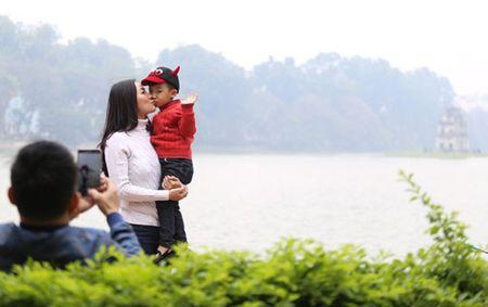 Pho di bo quanh Ho Guom nhon nhip ngay dau nam - Anh 3