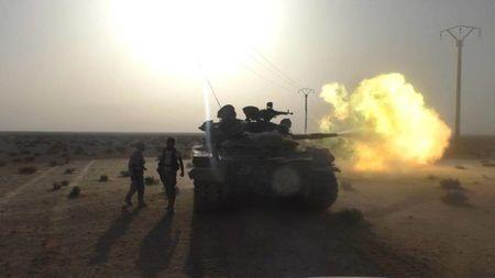 Chien su Syria: Phien quan no sung pha vo lenh ngung ban Nga - Tho bao tro - Anh 1