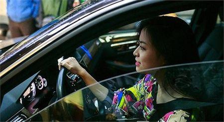 Hoang Thuy Linh kheo tan dung nhan sac sexy kiem tien chuc ty - Anh 12