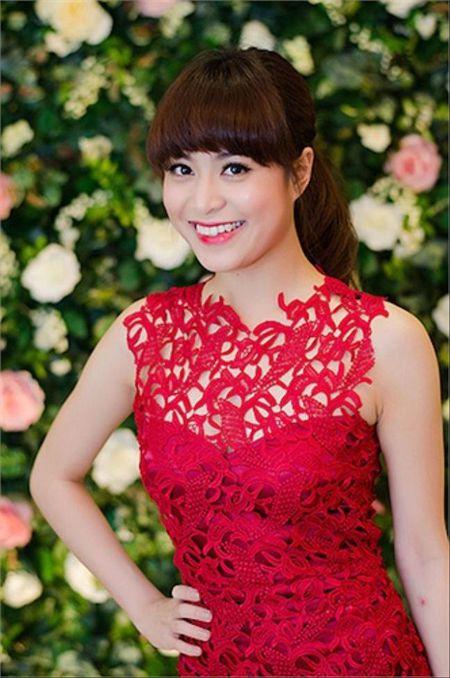 Hoang Thuy Linh kheo tan dung nhan sac sexy kiem tien chuc ty - Anh 2