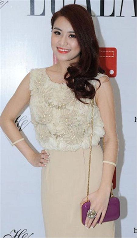 Hoang Thuy Linh kheo tan dung nhan sac sexy kiem tien chuc ty - Anh 3