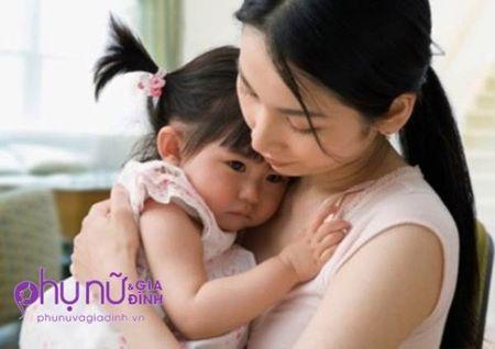 Nhoi long cau hoi:'Me co the thuong con nhu thuong em duoc khong?' - Anh 1