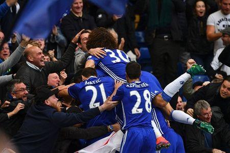 Toan canh Premier League ngay cuoi nam: Nhung dieu ky bi… - Anh 1