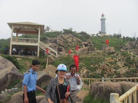 Phu Yen long trong chao co dau nam gan voi quang ba du lich - Anh 1