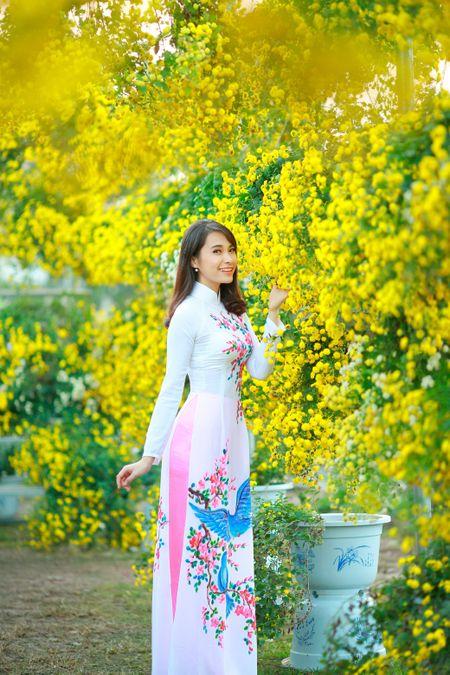 Thieu nu khoe sac ben hoa Tet - Anh 10