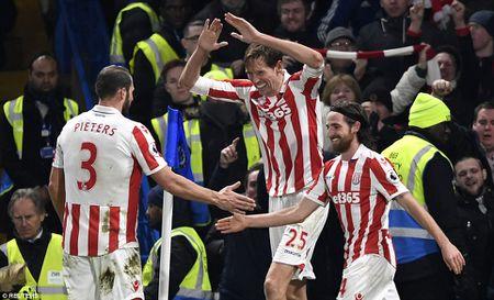 Chelsea 4-2 Stoke: Nga mu truoc chien thang thu 13 cua thay tro Conte - Anh 2
