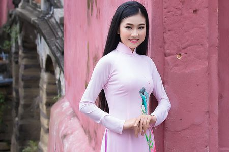 Thieu nu Quang Nam duyen dang trong ta ao dai - Anh 1