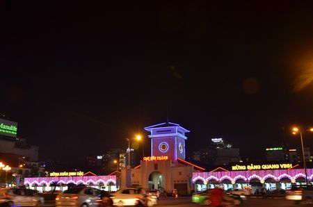 Hang nghin nguoi do ve pho di bo Nguyen Hue chao don nam moi 2017 - Anh 4