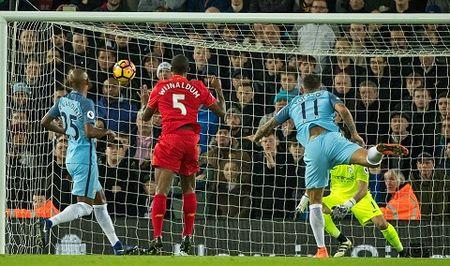CAP NHAT sang 01/01: Man United trieu hoi 'Fergie Time'. Thua Liverpool, Man City quyet mua trung ve cua Bayern - Anh 3