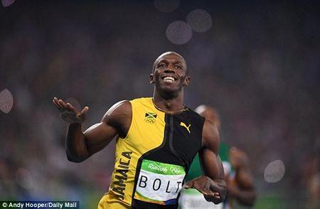 'Fan cuong' Usain Bolt BAT NGO goi dien cho Man United sau chien thang 'Fergie Time' - Anh 1