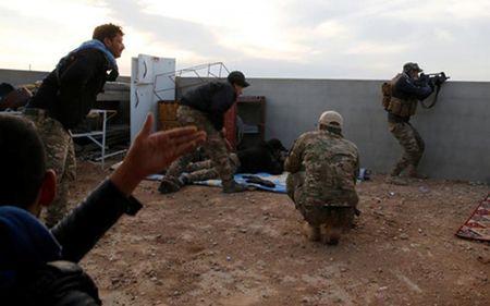 Chien thuat xao quyet cua IS nham gay do mau cho binh si Iraq o Mosul - Anh 1