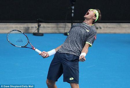 Can canh tay vot chau A thang soc nha vo dich Novak Djokovic - Anh 1