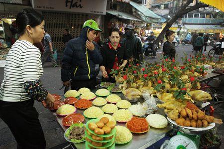 Nguoi Ha Noi sam gi o 'cho nha giau' ngay ong Cong ong Tao? - Anh 1