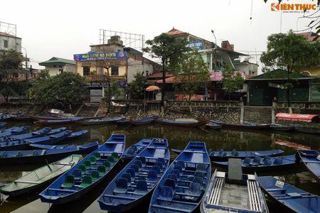 'Khoac ao moi' cho dan thuyen cho khach tray hoi chua Huong - Anh 1