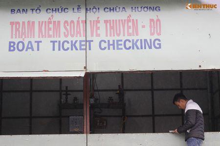 'Khoac ao moi' cho dan thuyen cho khach tray hoi chua Huong - Anh 8