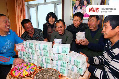 Khoanh khac dan Trung Quoc ho hoi nhan tien thuong Tet - Anh 9