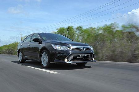Toyota Camry moi dat hang tai Viet Nam - Anh 1