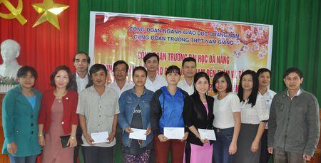 'Tet sum vay' den voi hoc sinh, giao vien vung cao Quang Nam - Anh 1