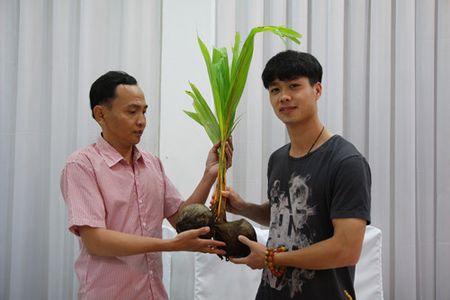 Vuot 1.700 km ra Ha Noi tang dua cho Cong Phuong an tet - Anh 2