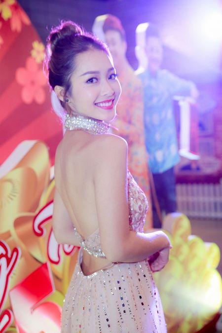 Hot girl Kha Ngan xinh nhu hoa, xuat hien rang ro trong su kien - Anh 4