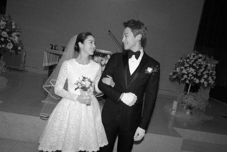 Dam cuoi Bi Rain- Kim Tae Hee: Co dau mac vay ngan khoe chan thon - Anh 1