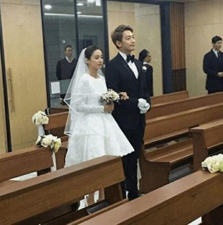 Dam cuoi Bi Rain- Kim Tae Hee: Co dau mac vay ngan khoe chan thon - Anh 3