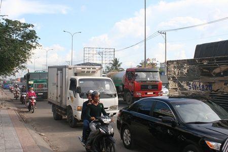 Gio cao diem, Ha Noi han che xe tai tu 3,5 tan tren duong Thach Ban - Anh 1